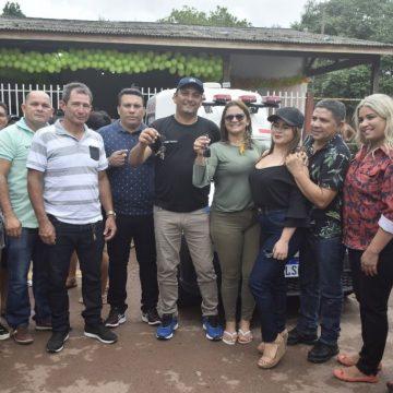 Comunidade do Anauerapucu recebe ambulância e ônibus escolar